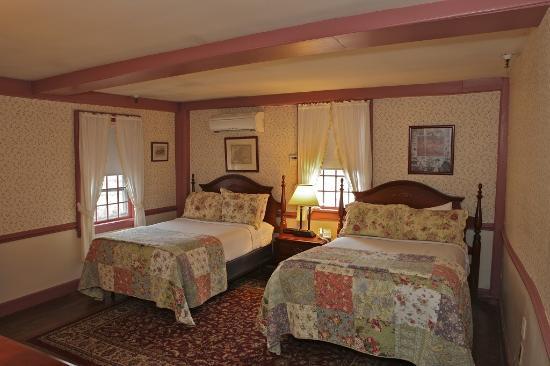 Publick House Historic Inn: Publick House 2 Doubles