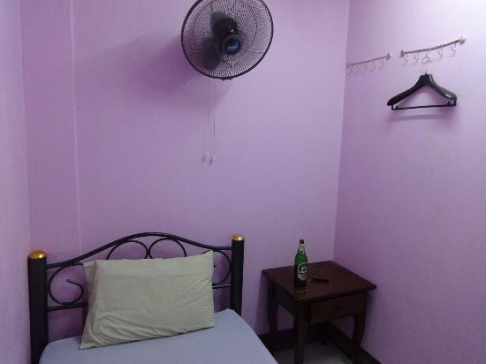 Rainbow Khaosan Hostel and Guesthouse: single room