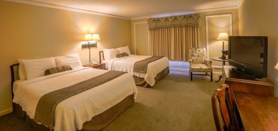 Meadowbrook Inn & Suites: Guestroom