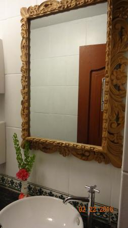 bathroom mirror picture of per uk cusco tripadvisor rh tripadvisor co uk