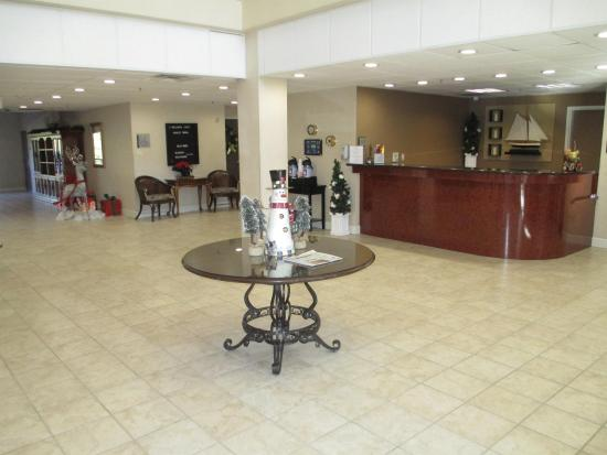 Oakley, CA: Front Desk and Lobby