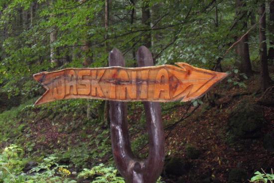 https://media-cdn.tripadvisor.com/media/photo-s/0a/68/b3/2c/rezerwat-przyrody-jaskinia.jpg