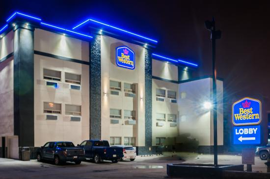 BEST WESTERN Airport Inn: The Exterior