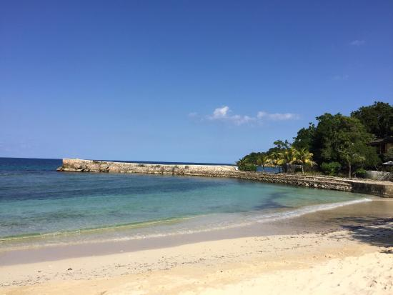 Goldeneye Resort: Private beach