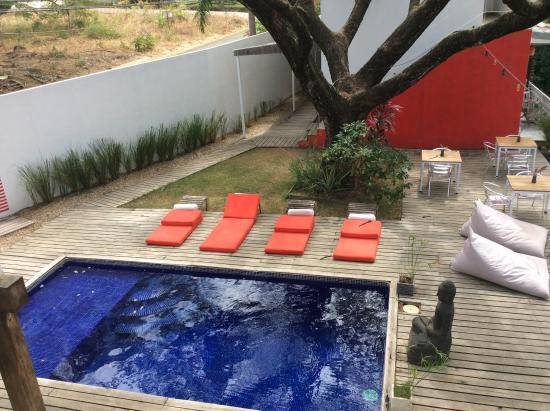 15 love: Pool area