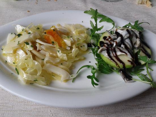 La Perla Nera: antipasto insalata di mare ,alici marinate con mela verde e aceto balsamico