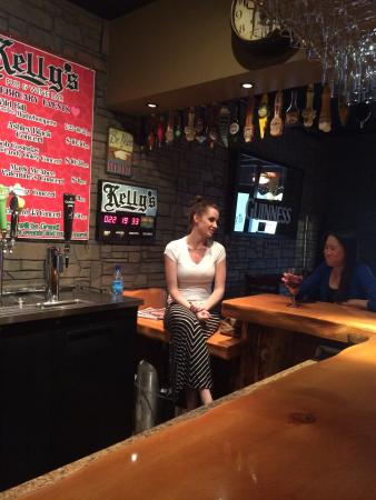 Kelly's Pub & Wine Bar
