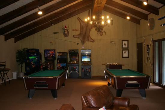 Eisenhut Condominiums: Game Room