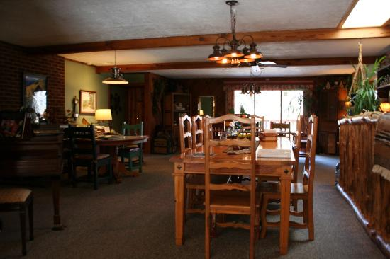 Country Sunshine Bed and Breakfast: Breakfast Room