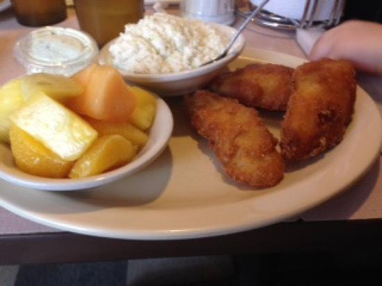 Stanley, VA: Fish, cole slaw and fresh fruit