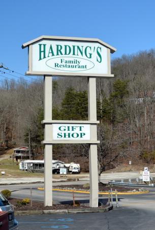 Harding's Family Restaurant: Sign at entrance to parking lot right off I-79