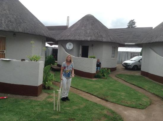 Sheri's Lodge & Backpackers: A little cricket with the family :)
