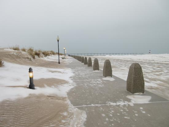 Michigan City, Индиана: winter season at the beach