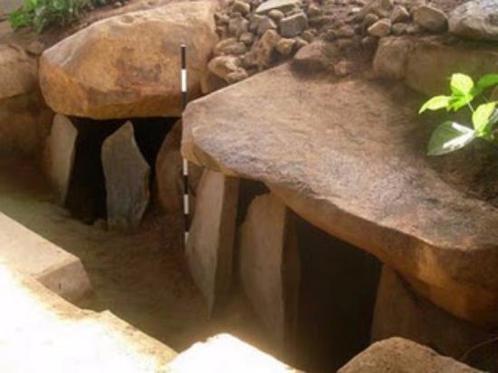 Pagar Alam, Indonesien: kubur  batu / rumah batu