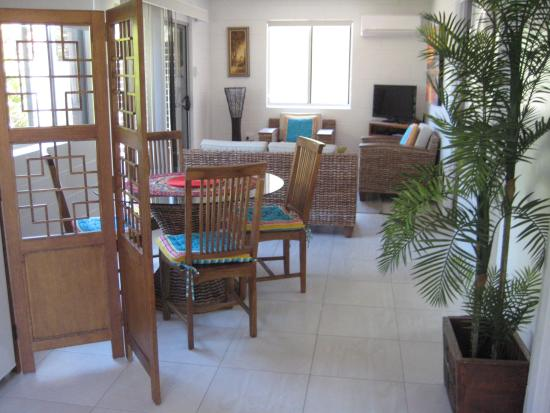 Palm Court Holiday Apartments