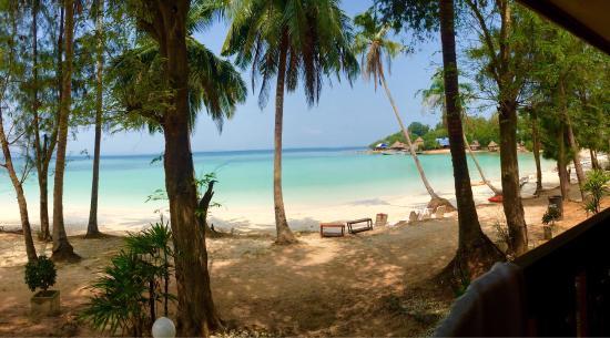 Koh Talu Island Resort: Great Beach - fantatisc sights.. Good place for snorkling! 🐟🌺