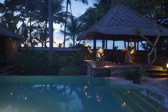 abends in der royal villa picture of the oberoi beach resort bali rh tripadvisor com