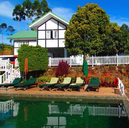 Refreshing pool at the English country Inn