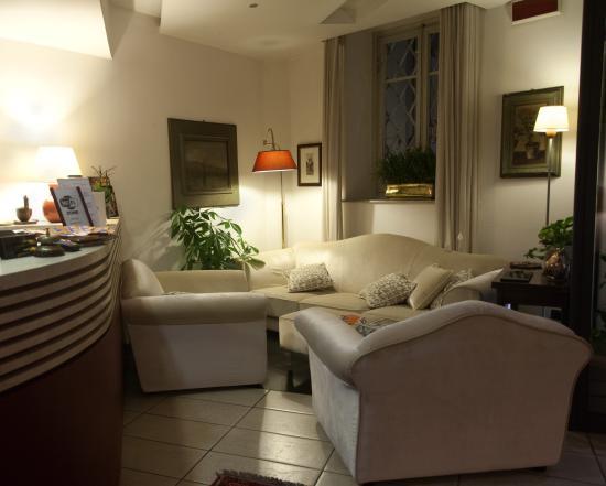 Hotel Bernardino: RECEPTION