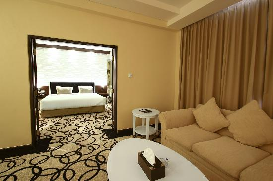 Hotel New Saphir Yogyakarta: Junior Suite Room