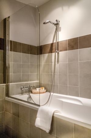 salle de bain Rose de Mai (lavabo/baignoire) - Photo de Le ...