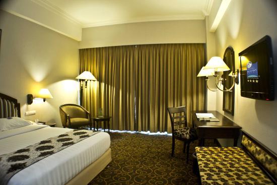 business room 2 picture of blue sky hotel balikpapan tripadvisor rh tripadvisor ie