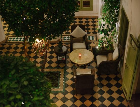 Riad Camilia: Courtyard at night from first floor.