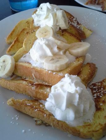 Squaretoe's Restaurant: Tom's Coconut french toast with Bananas and whipped cream