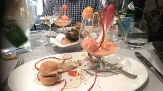 La montgolfi re de st jacques picture of la table d - Restaurant la table d emilie marseillan ...