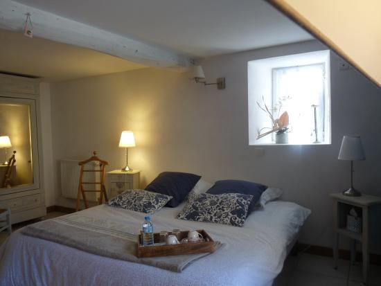 Surba, France: chambre double lit 180 cm