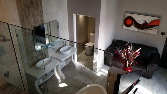 Waterfalls Boutique Hotel: Upmarket Bathrooms