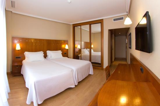 Hotel NH San Pedro de Alcántara : Rooms