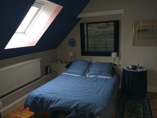 chambre bleue - décoration marine - large bed - Photo de La ...