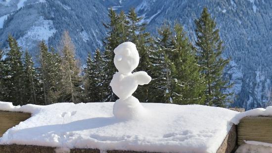 Hotel Persal: ein Schneemann weist den Weg