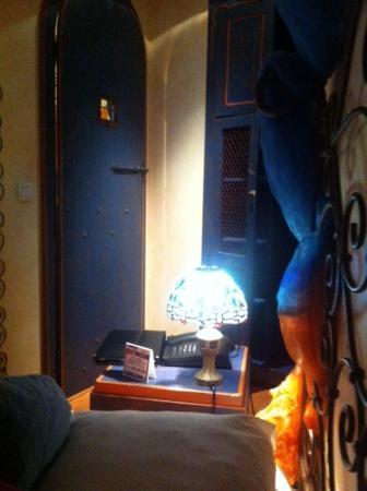 porta do banheiro com ferrolho para se fechar por fora picture of villa royale montsouris. Black Bedroom Furniture Sets. Home Design Ideas