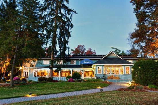Highland Lake Inn & Resort Hendersonville: Seasons Restaurant