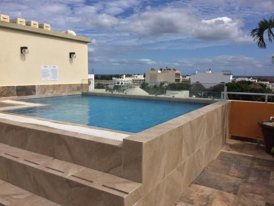 La terrazza con piscina sul tetto è a disposizione di tutti gli ...