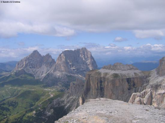 https://media-cdn.tripadvisor.com/media/photo-s/0a/69/ed/6c/sassolungo-e-piz-clavaces.jpg