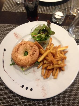Yvelines, France : Bagel poulet-miel-moutarde