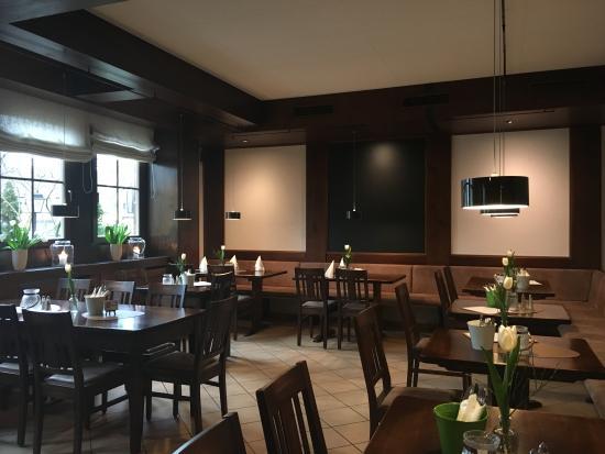 Restaurant Baeren: Blick von oben in den vorderen Bereich