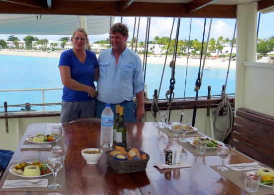 Simpson Bay, St. Maarten-St. Martin: Miriam and Pieter with the fantastic lunch she prepared.