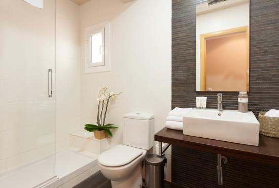cuarto de baño plato de ducha ap. eixample - Picture of ...