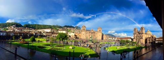 Calle Del Medio Restaurante: de lejos la mejor vista a la Plaza de Armas de Cusco