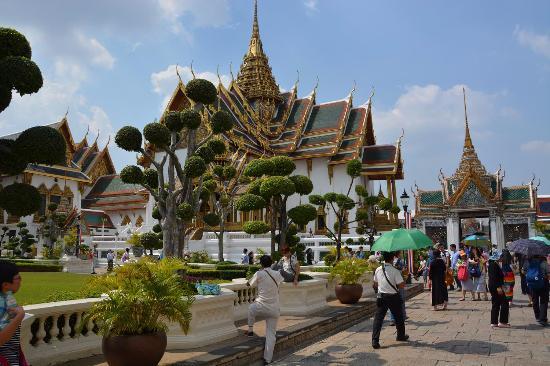 Phra Thinang Chakri Maha Prasat - Picture of The Chakri ...