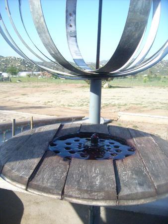 Tres Valles, Mexico: estructura con fuente a base de vino