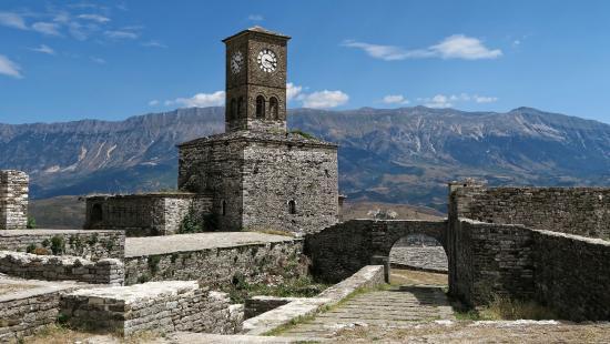 un bâtiment à découvrir -ajonc -28 août bravo Jovany  Citadelle-de-girokastra