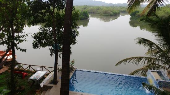 Serene Waters Guest House: splash infinity pooj