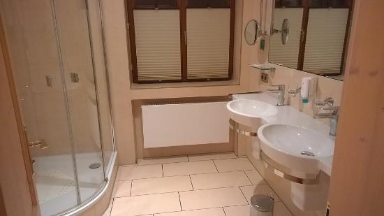 Hotel Gasthof Zum Süßen Grund: Badezimmer