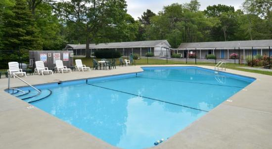 Blue Dolphin Inn: Outdoor Swimming Pool