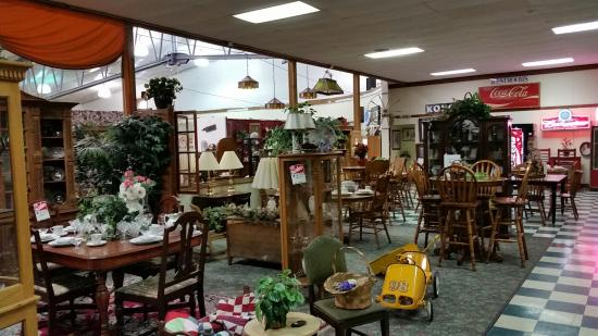Kokomo, IN: Antique booths.
